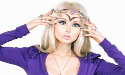 Stranezze: la Barbie umana che…