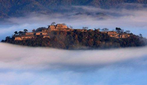 Una meraviglia fra le nuvole: il castello di Takeda.