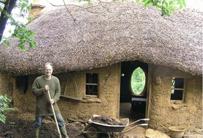 La casa fatta di caccole in Svezia.